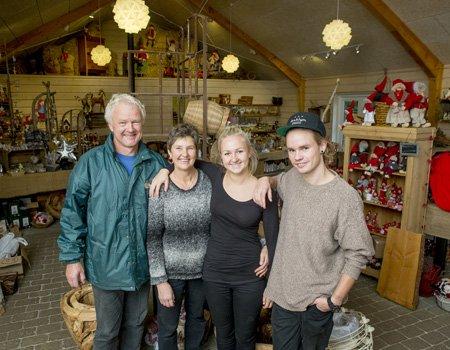 Anders og Bente og deres fire børn har travlt i december. De driver nemlig en juletræsplantage og en dertil hørende julestue. (Foto: Brian Rasmussen / TV 2