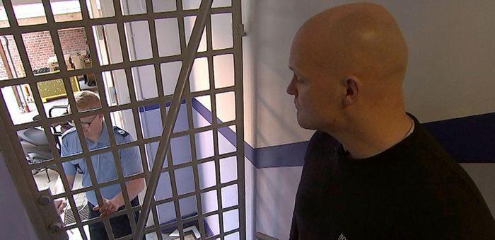 I det første af de ti nye reportageprogrammer møder vi 33-årige Andy, der har anket sin dom på et år for indbrud og tyveri. (Foto: United Production / TV 2)