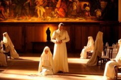 Photo of The Young Pope med Jude Law på C More – se første afsnit gratis