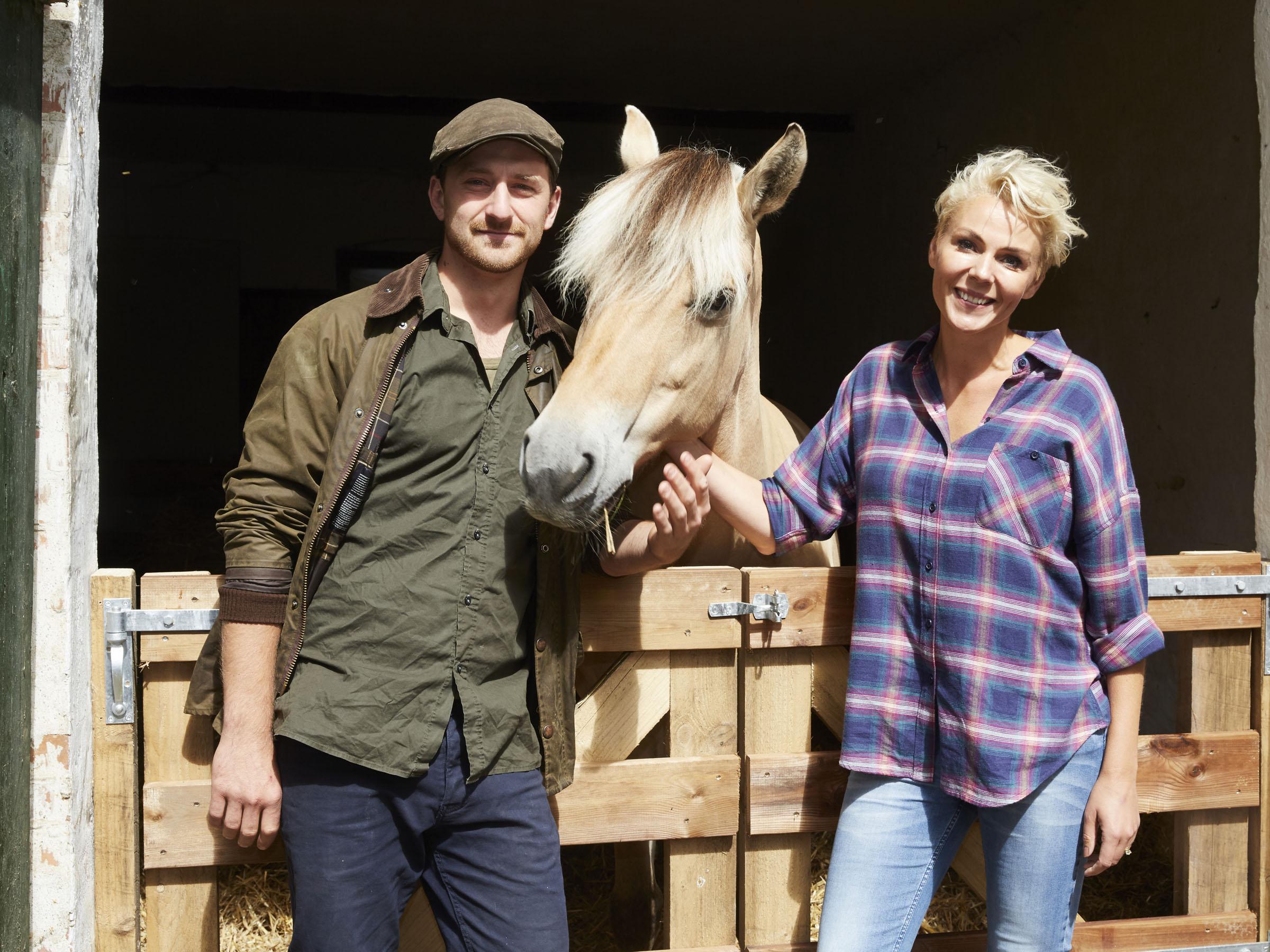 Lene Beier og Philip Dam Hansen hjem til gården