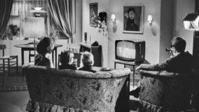 tv stue sofa familie gamle dage DR