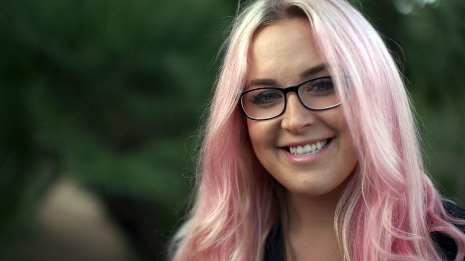 Louise porno Klædt af TV 2