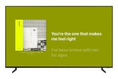 Foto af Apple Music funktionen time-synced lyrics på Samsung TV
