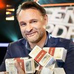"""Claus Elming er vært i TV 2s nye gameshow """"Pengene på bordet!"""". (Foto: Magnus Glans / TV 2)"""